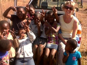 Di hangs out with kids from kid's club